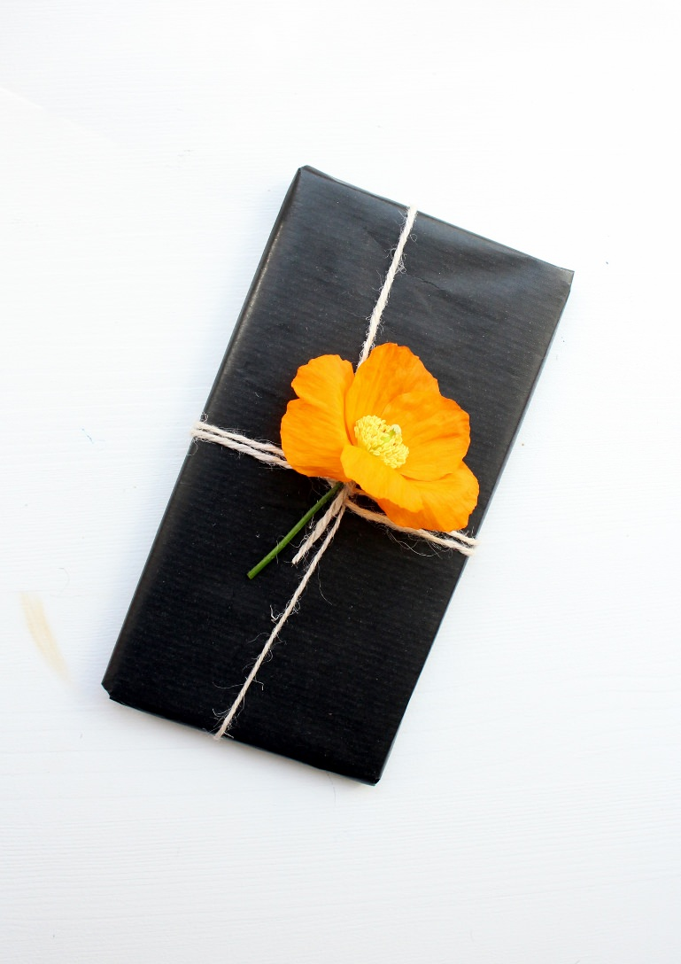 gift wrapping ideas using flowers