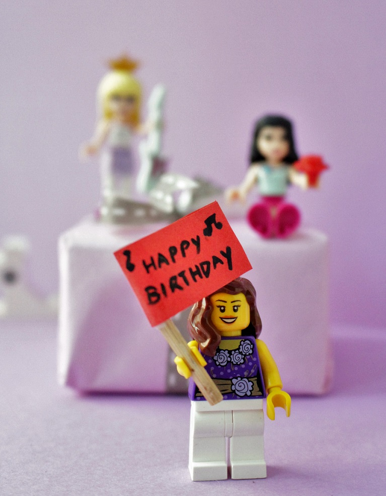 Kids gift wrap using Lego Minifigures