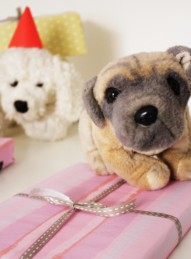 gift wrapping with soft toys
